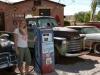 Sara und die alte Tanksäule...