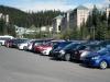 Überfüllter Parkplatz beim Lake Louise