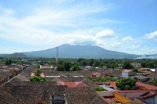 Aussicht auf Granada mit Vulkan