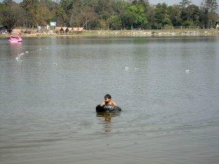 die Kinder verbringen gerne den Nachmittag im Wasser