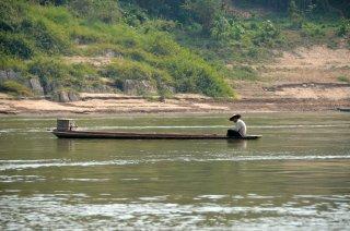 Ein alter Mann fischt