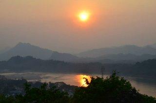 auf dem Mekong mit Sonnenuntergang