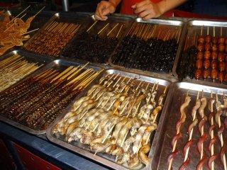 Diverses Essen am Night Market