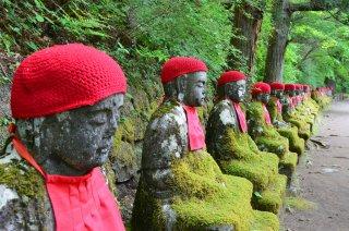 Narabijizo Statuen in Nikko