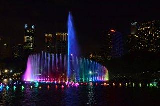 Wasser Show bei den Petronas Towers