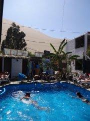 Der Pool im Banana Hostel