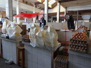 Mercado centro, Käse und Eier