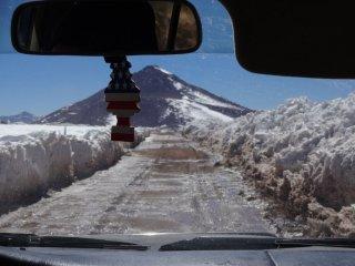 Der Weg führte durch Schnee