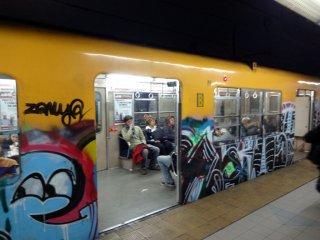 und dieser Wagen ist noch heilig bespreit mit Graffiti