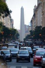 Blick auf den Obelisk von der Plaza de Mayo aus