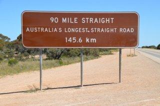 längste, geradeste Strecke von Australien, 145 Kilometer!