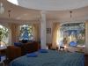 Die Suite, das Bett mittem im Zimmer