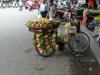 Sie verkauft wohl Ananas