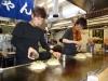 Der Chef am Okonomiyaki machen