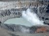 es steigt noch immer Gas aus dem Krater